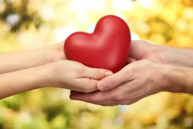 Pessoas-com-coração-na-mão